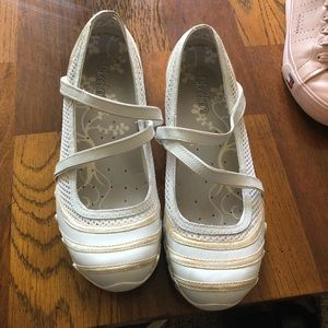 Sketchers size 9 white and tan biker flats.